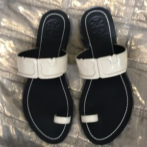 Tory Burch sandals size 6 NEW. Cream